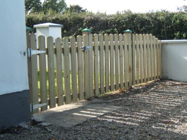 Round Top Picket Fencing